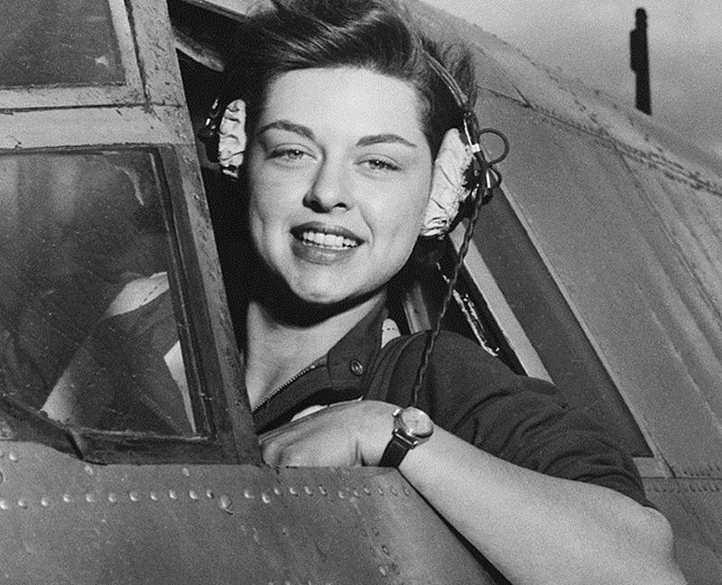 female wwii pilot