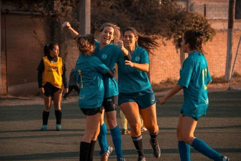women playing sports